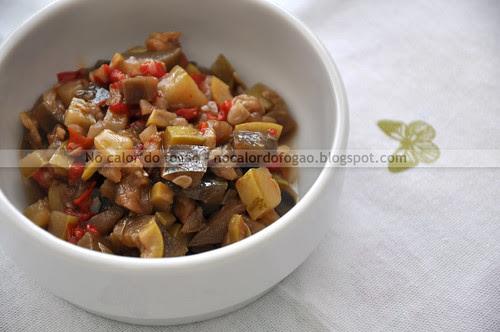 Antepasto de berinjela, abobrinha e pimentão