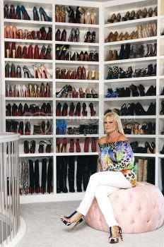 See The Biggest Closet Ever by Theresa Roemer photo biggest-celebrity-closet-01_zpsf4e3b7cb.jpg