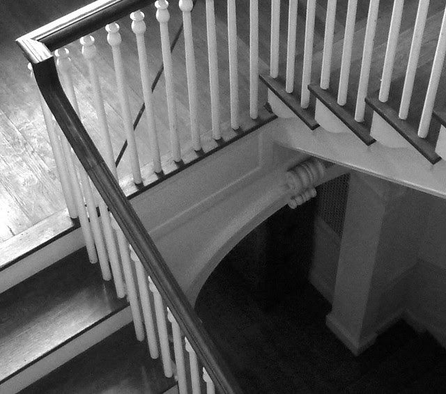 P1080875-2012-05-29-Pringle-and-Smith-home-834-Lullwater-1928-Stair-looking-down-detail-BW