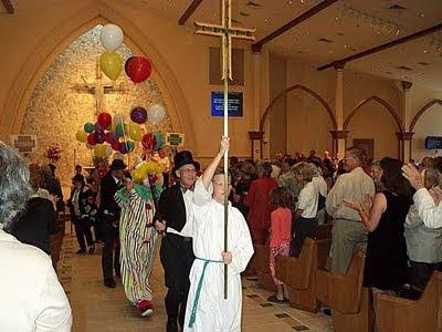 Nueva Misa con globos; misas de carnaval.