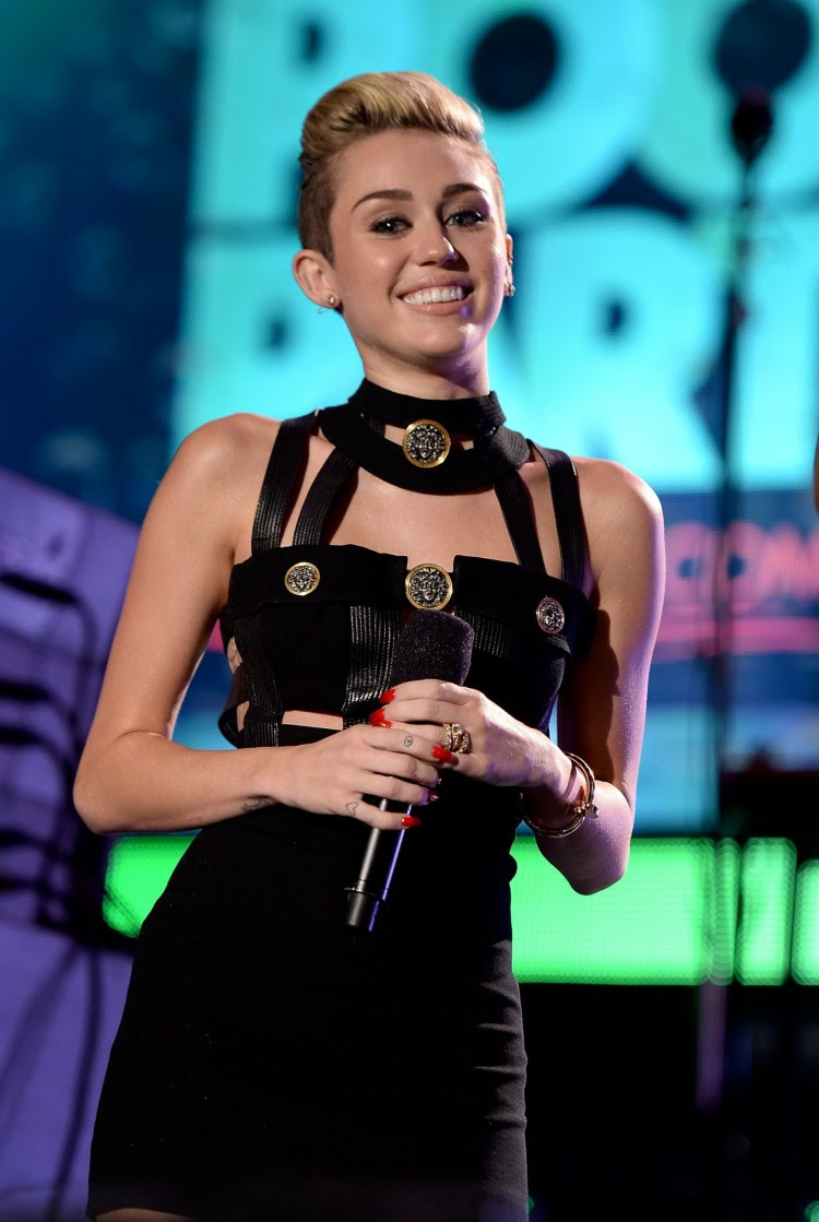 Miley-Cyrus-iHeart-Radio-Ultimate-Pool-Party-in-Miami-Beach-Pictures-Images-6