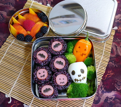 Creepy Egg Skull and Rolls Bento by sherimiya ♥