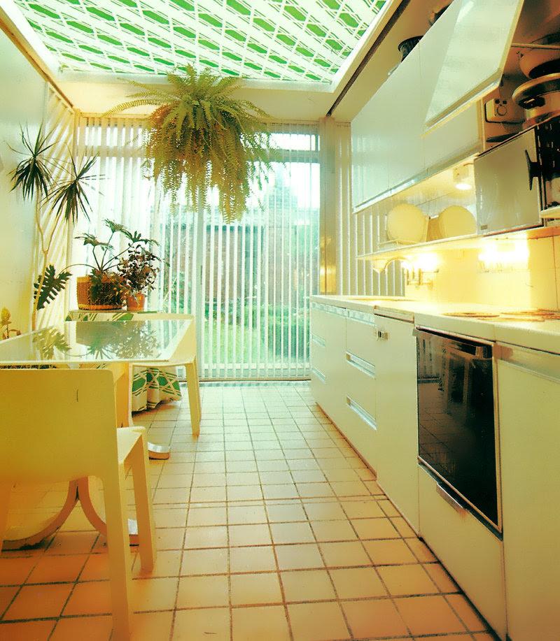 Retro Interior Design Motif: Green Diagonal Stripes Mirror80 - 80s Design Spotlight: Decadent Luxury Mirror80