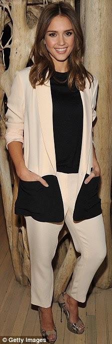 Mudança rápida: Jessica Alba usou quatro roupas diferentes em um dia ao fazer uma rodada de entrevistas e aparições promocionais em Nova York