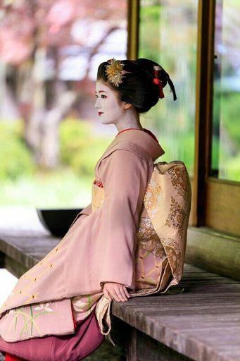 Resultado de imagen de geishas pelo suelto