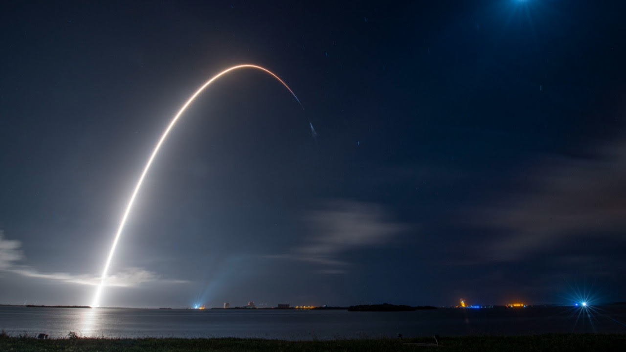 SpaceX Cargo Dragon launches from NASA's Kennedy Space Centre, Florida. Image credit: Twitter/@NASA