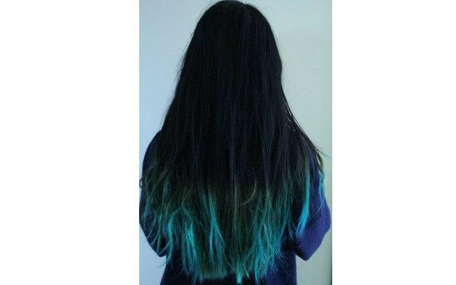Um azul esverdeado dá um contraste interessante em cabelos bem pretos
