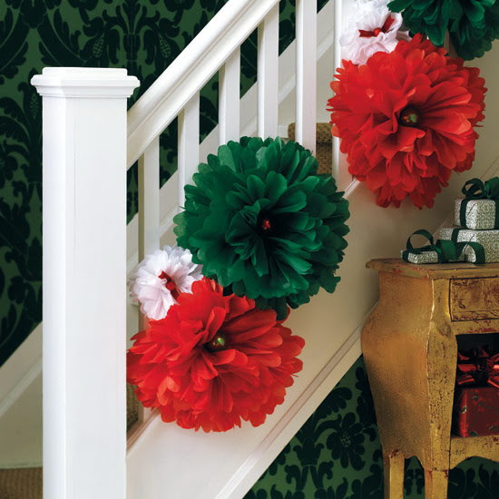 71 Awesome Christmas Stairs Decoration Ideas - 33 - Pelfind
