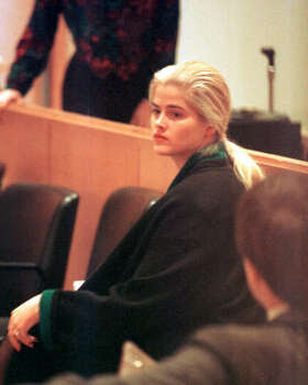 Anna Nicole Smith appears in probate court for a hearing on guardianship of her ailing husband, millionaire J. Howard Marshall, in 1995. She lost. Photo: BUSTER DEAN, CHRONICLE