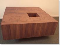 miza s predalčki