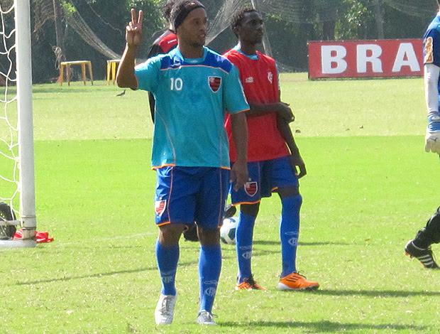 Ronaldinho Gaúcho treino Flamengo (Foto: Janir Júnior / Globoesporte.com)