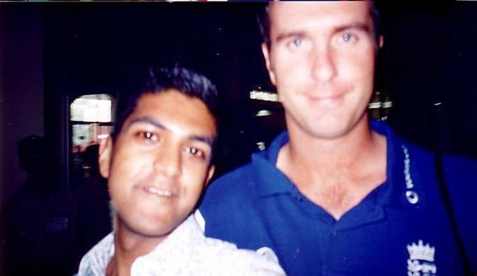 Tawhid Qureshi and England captain Michael Vaughan at Dhaka Airport