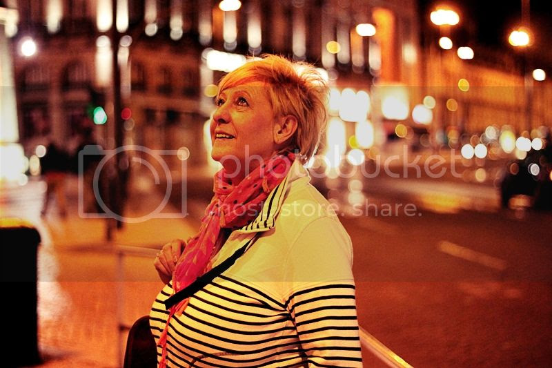 photo LISSABON_BY_NIGHT_NACHTS_TRIP_KURZURLAUB_LISBON_LISBOA_PORTUGAL_GUIDE_STREET_STRASSE_LICHTER_MOM_MAMAN_zps034549b7.jpg