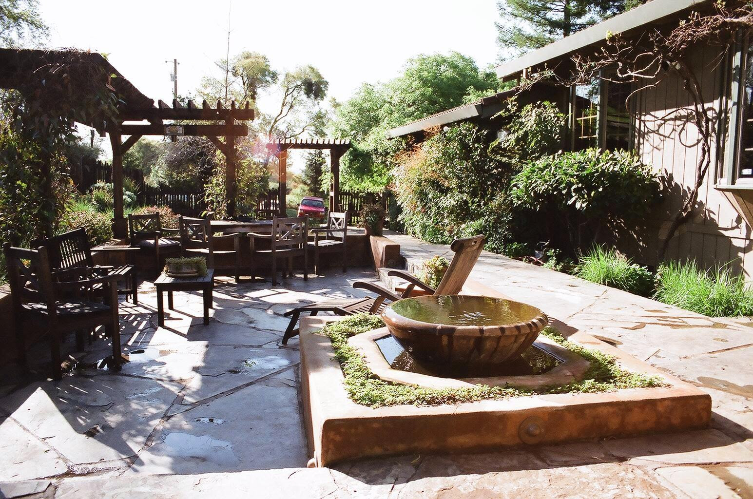 California Backyard Landscaping Ideas