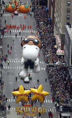 Snoopy at the Macy's Parade by Shannon Stapleton #Thanksgiving #Macys_Parade #Snoopy