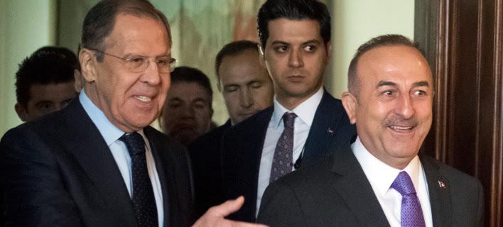 Οι υπ Εξ Ρωσίας και Τουρκίας, Σεργκέι Λαβρόφ και Μεβλιούτ Τσαβούσογλου (Φωτογραφία αρχείου: ΑΡ)