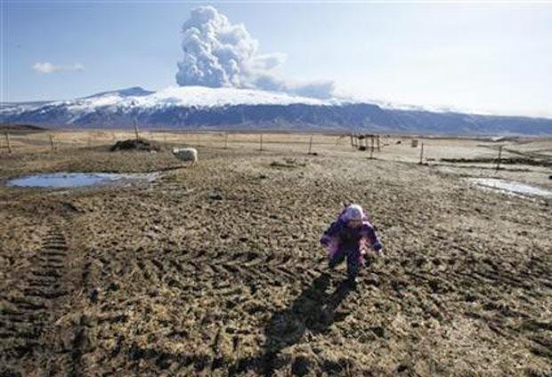 vulcão provoca tremor