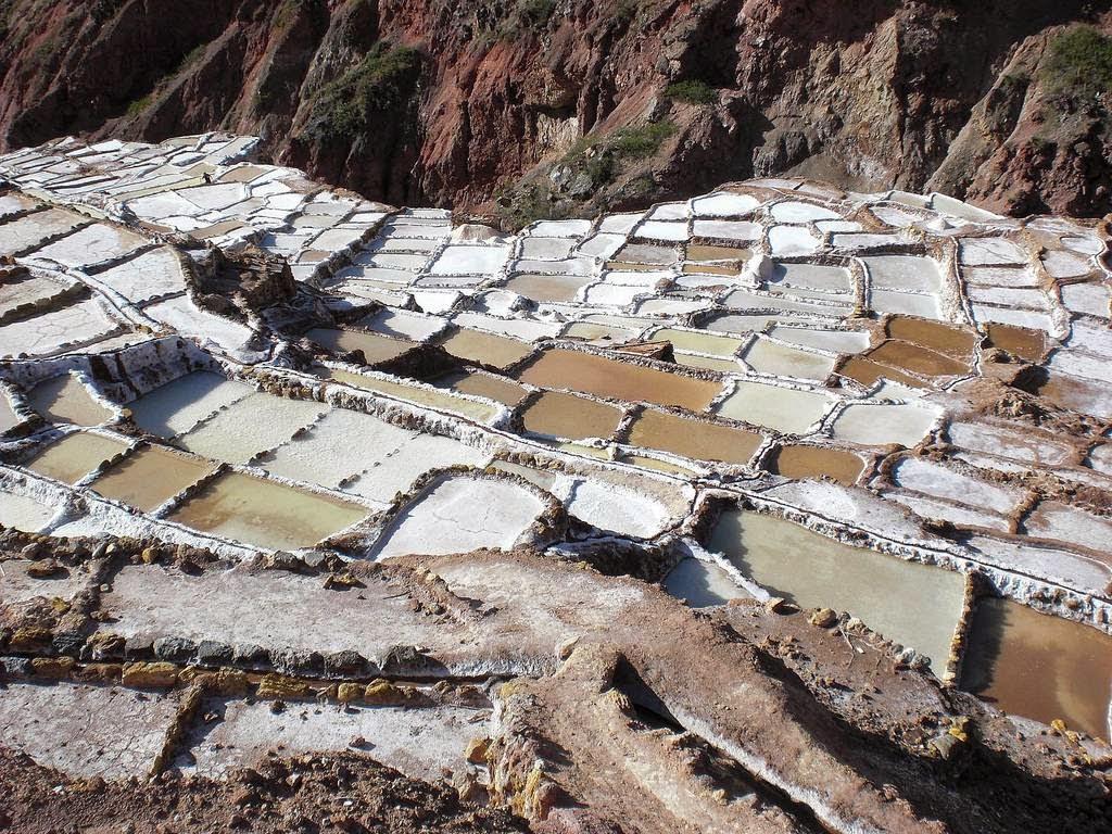 As belas Salinas de Maras encravadas nos penhascos peruanos 05