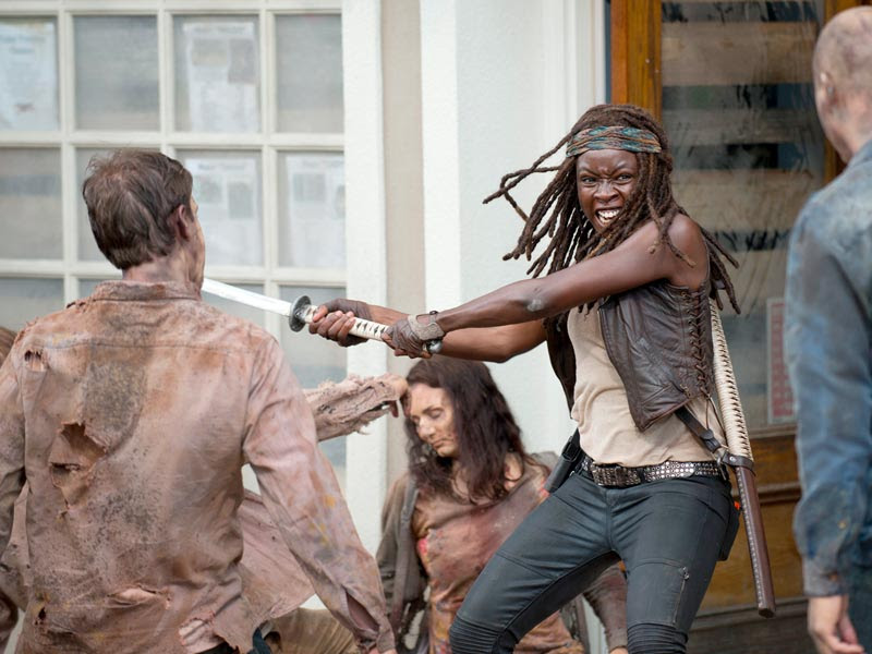 http://images.amcnetworks.com/amc.com/wp-content/uploads/2015/10/the-walking-dead-episode-603-michonne-gurira-post-800x600.jpg