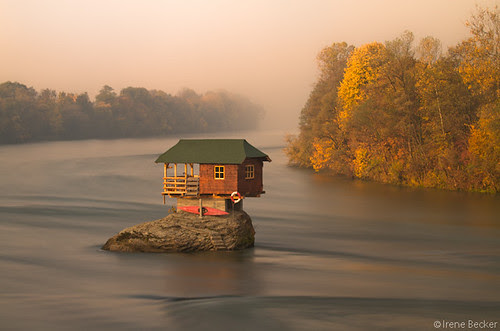 House on the Drina River / Kućica na steni / Stenčica