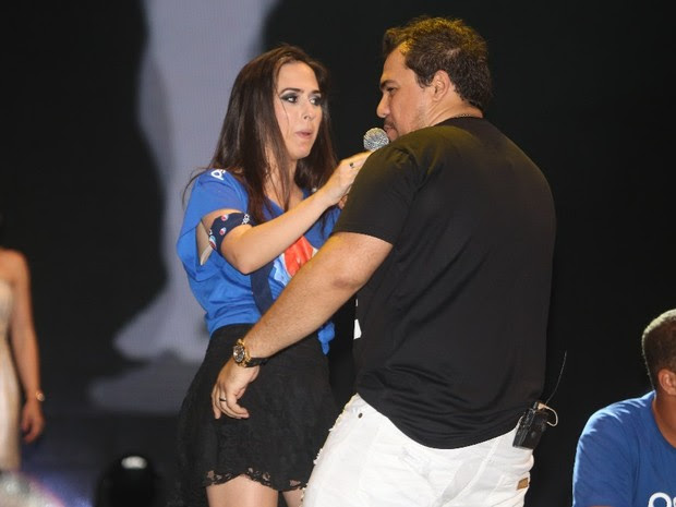 Tatá Werneck dança com Xand, do Aviões do Forró, no Festival de Verão de Salvador, na Bahia (Foto: Fred Pontes/ Foto Rio News)