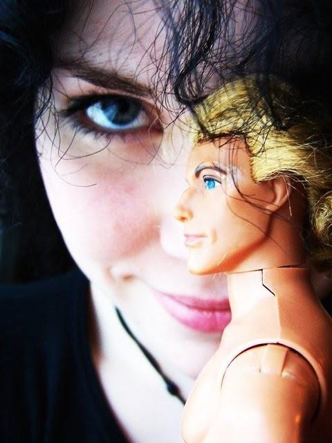 MRV 16-vuotias ja He-Man look-a-like John Smith -barbie