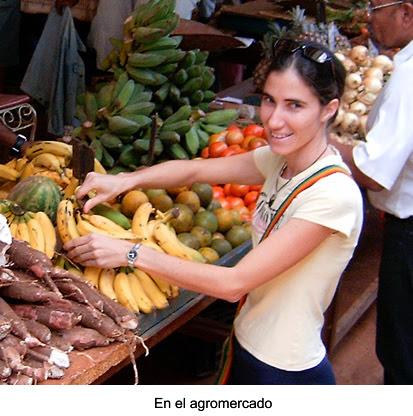 Yoani Sánchez, en el mercado agropecuario del EJT, en Tulipán