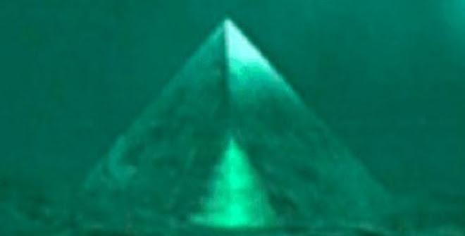 Phát hiện 2 kim tự tháp thủy tinh dưới biển Tam giác quỷ Bermuda