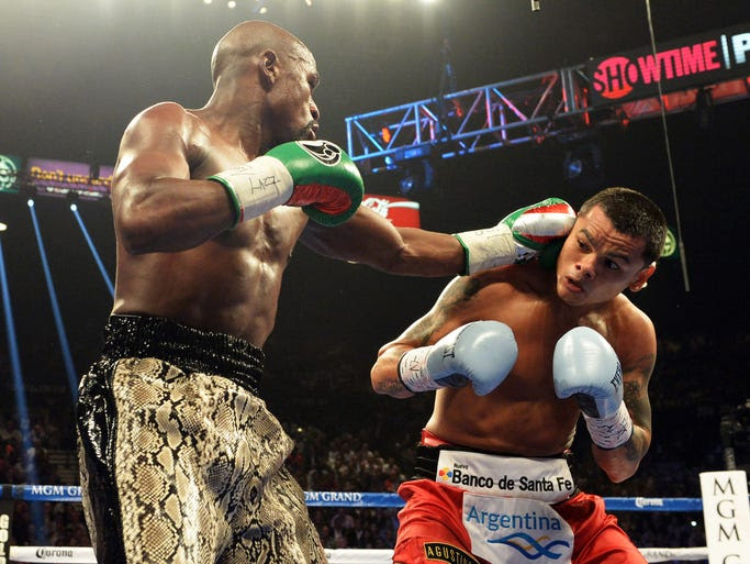 Mayweather moved to 47-0 and retained his WBC super welterweight title.