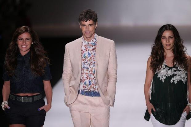 Giovanna Antonelli, Reynaldo Gianecchini e Tainá Müller desfilam no Fashion Rio (Foto: Francisco Cepeda / AgNews)