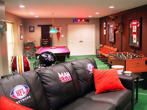 Glamour In A Man Cave 4th Edition: College Dorm Room | Elle's Notebook