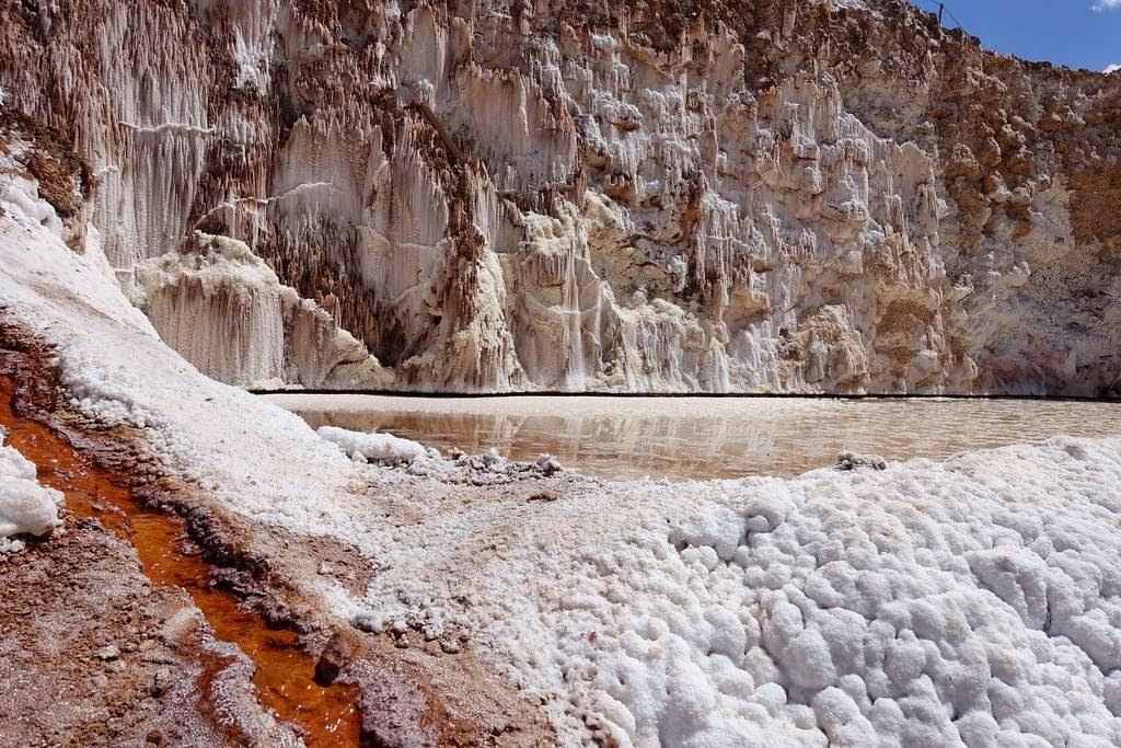 As belas Salinas de Maras encravadas nos penhascos peruanos 08