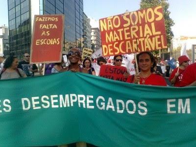 Foto retirada do facebook do Grupo de Protesto dos Professores Contratados e Desempregados.
