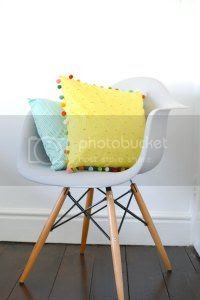 diy pom pom cushion