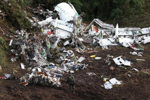 Tripulante de avião próximo narra diálogo dramático entre piloto da Lamia e torre de controle Bruno Alencastro/Agencia RBS