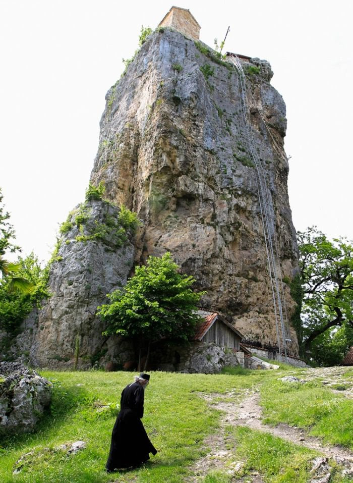 Αποτέλεσμα εικόνας για εκκλησια ψηλα βραχος