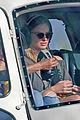 margot robbie shows off her style during helicopter tour of hawaii 03