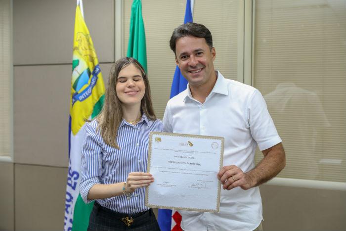 A advogada foi recebida pelo prefeito Anderson Ferreira. Foto: Matheus Britto/Divulgação.