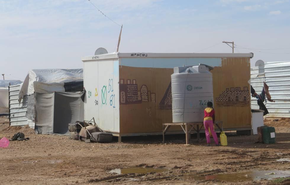 Tanque de agua potable en el campo de refugiados.