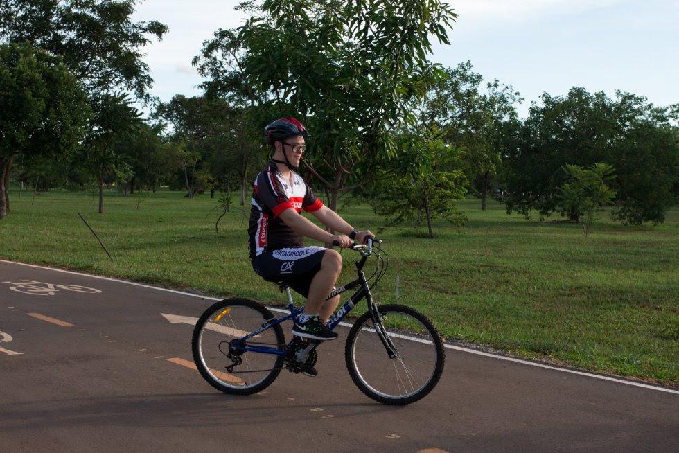 Flavio aprendeu a andar de bicicleta com os amigos aos 8 anos.
