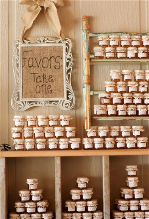 Wedding party favors: How to cut costs