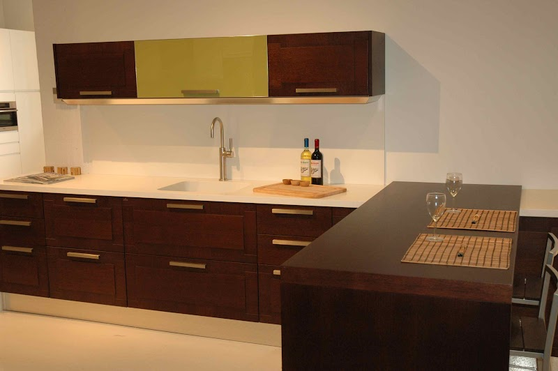 Should Kitchen Cabinets Have Knobs Or Pulls
