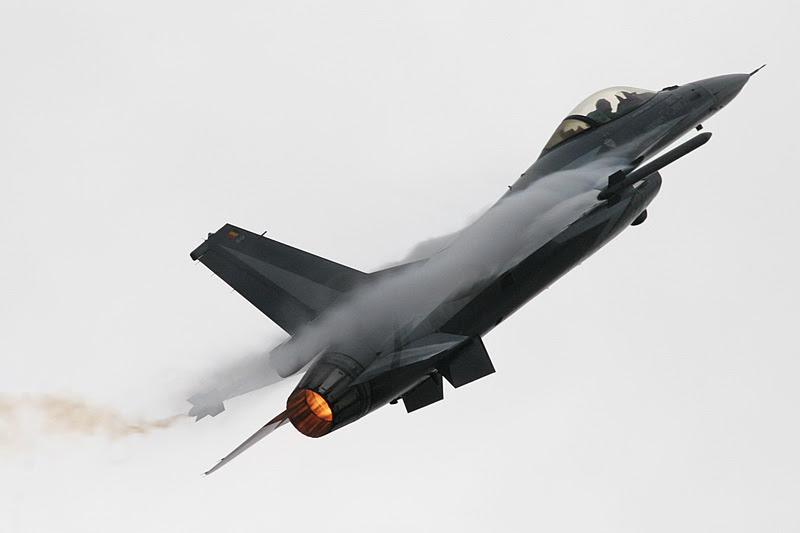 Ένα μεγάλο ΕΥΧΑΡΙΣΤΩ και ΜΠΡΑΒΟ στον χειριστή του F-16 Block 52+