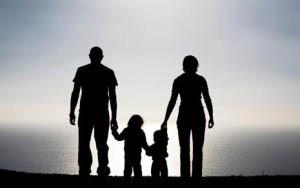Τα παιδιά μας χρειάζονται δίπλα τους, όχι ως ανταγωνιστές, αλλά ως σύμμαχους στις ανάγκες τους και στη μοναδική και σπουδαία διαδικασία της εξέλιξής τους.