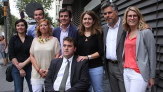 Set dels dotze membres de la candidatura de Marta Pascal i David Bonvehí després de registrar la seva llista (ACN)