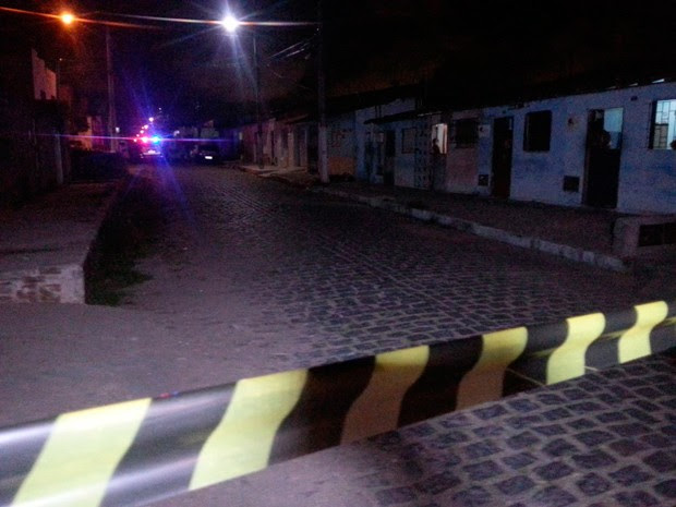 O primeiro homicídio aconteceu no bairro de Rosa dos Ventos, em Parnamirim (Foto: Kleber Teixeira/Inter TV Cabugi)