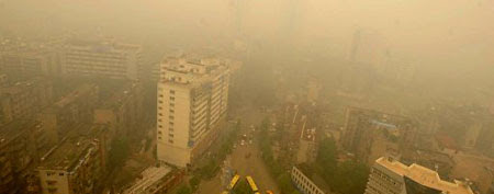 A thick yellow cloud covers a busy intersection in Wuhan. (AFP)