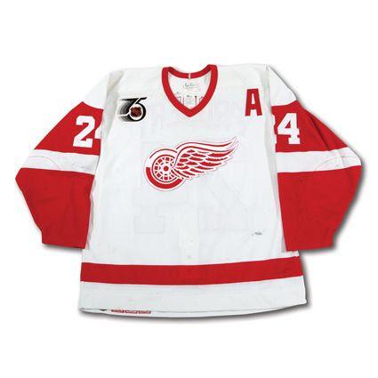 Detroit Red Wings 1991-92 jersey photo Probert 1991-92 F jersey.jpg