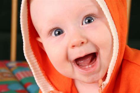 kumpulan foto bayi lucu terbaru  gambar lucu bergerak