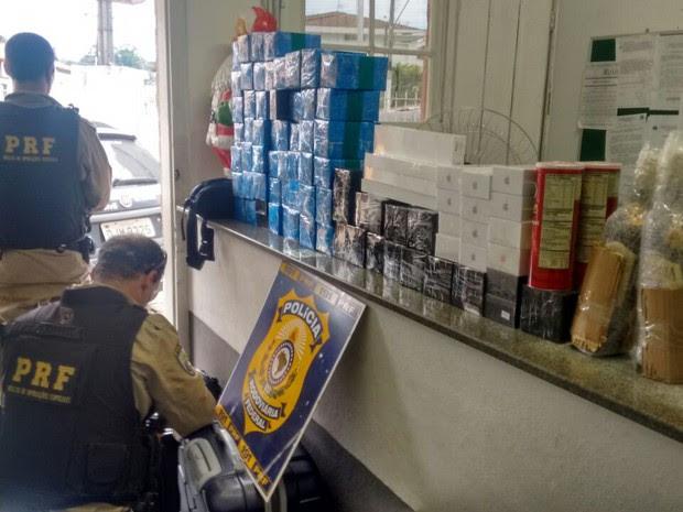 Polícia apreende carga de Iphone avaliada em R$ 200 mil em Vargem (Foto: Divulgação/PRF)
